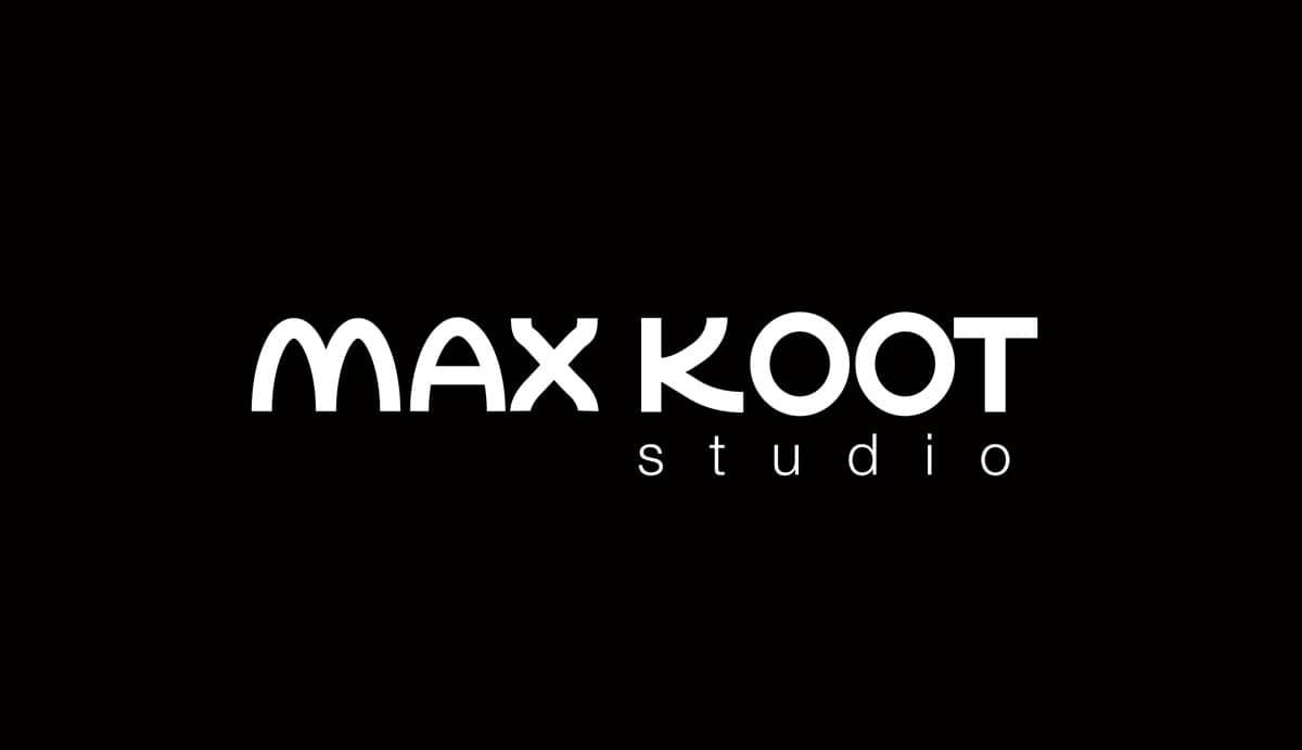 Logo voorstel Max Koot Studio in wit op zwart. Max Koot is een zelfgemaakte letter.