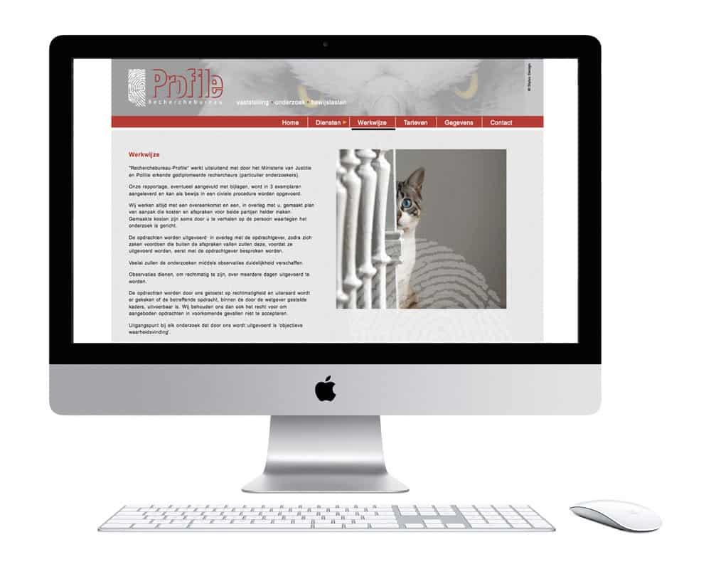 Opstelling van Apple iMac met toetsenbord en muis. Op het scherm de Profile website